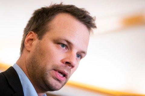 VIL UT OG MØTE FOLK: Jon Helgheim er ikke fornøyd med tallene i målingen. Han mener at partiet må ut for å møte og prate med folk.