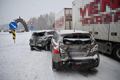 GLATT: Ulykken har skjedd ved avkjøringen til Loesmoen.