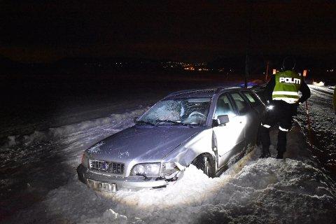 En av bilene havnet utenfor veien i ulykken.