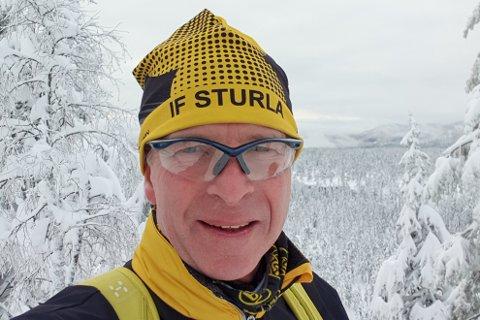 Jan Morten Andersen er en ivrig skiløper i Drammensmarka. Bare i romjula ble det åtte timer på skiene. Her er han ute på tur nyttårsaften. Men Andersen liker dårlig ordningen med at et av klassisksporene har blitt ofret til fordel for en skøytetrasse. Det skrev han om på Facebook - og reaksjonene uteble ikke.