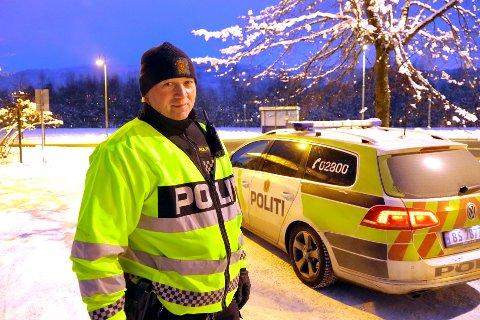 UP-BETJENT: Nils Jørgen Jahr og tfire kolleger avholdt trafikkontrollen på Gulskogen lørdag. Flere ble overrasket over den nye bøtesatsen, kan han fortelle.