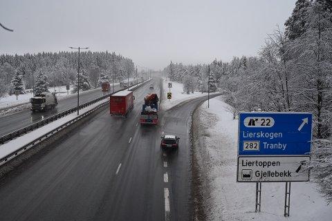 I 10-tiden varslet politiet om to ulykker på E18 i Lier. Da vår fotograf var der ikke lenge