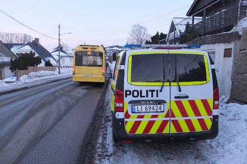 VOLDSHENDELSE: Politiet har kontroll på mannen som angrep bussjåføren.
