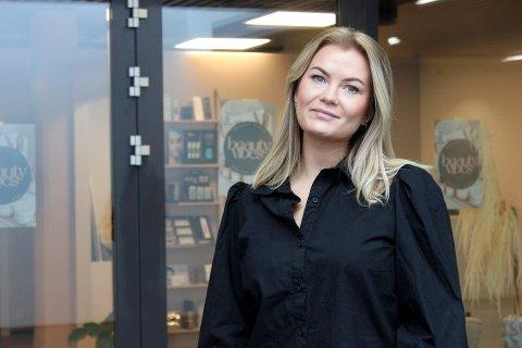 SPENNENDE OG RART: Katrin Johansen (30) åpner sin egen salong på Bragernes. Hun beskriver det som både spennende og rart.