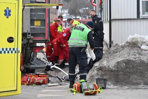 ALVORLIG ULYKKE: Kvinnen ble fraktet til Drammen sykehus med alvorlige skader.
