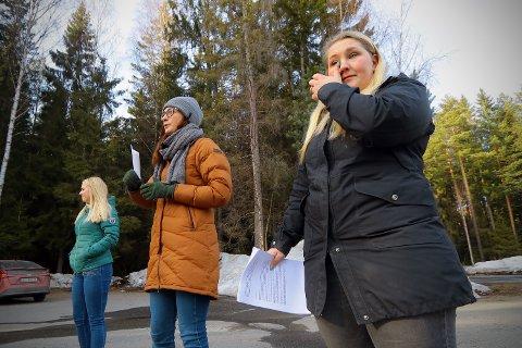 TRIST: Det ble tungt for Carina Yvonne Lind å fortelle om hverdagen i barnehagen til barna. Nå er barnehagen foreslått nedlagt. Det går ikke upåaktet hen.