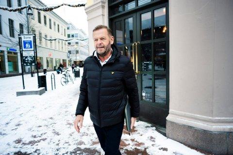 SER FRAMOVER: Daglig leder i Byen Vår Drammen Tom Søgård har gått ned i lønn som et frivillig tiltak nå under koronaen. Nå håper kan Elvefestivalen kan gjennomføres i slutten av august.