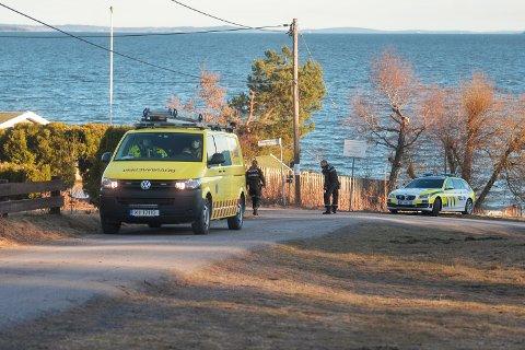 Både brannvesen og politi rykket ut til Hagasandveien torsdag ettermiddag.