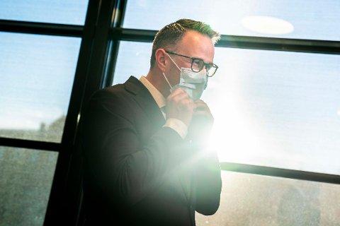Riksmekler Mats Wilhelm Ruland  møter pressen med oppdatering om meklingen i tarifforhandlingene mellom LO/YS og NHO.