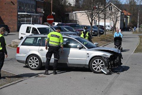 To personbiler har vært involvert i et trafikkuhell.