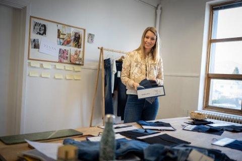 LIVSSTILSMERKE: - For meg dreier det om å gjøre en forskjell på menneskene som får på seg jeansen, sier gründer av Ylvia Karianne Lamm-Kittelsen. Fra å drive kun med jeans vil hun ta bedriften videre og skifter samtidig navn.