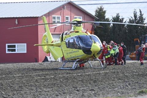 Ulykken skjedde ved et gårdsbruk på Ringeriksveien, mellom Kjellstad og Lierbyen.