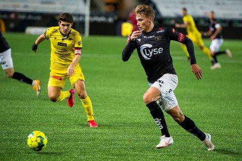 PÅ LÅN: Sebastian Sebulonsen lånes ut fra Viking til Mjøndalen. Her er Sebulonsen i aksjon for Viking mot Start i Eliteserien 2020.
