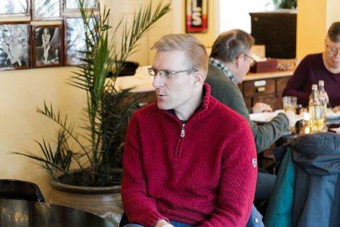 TOMMEL OPP: Kommuneoverlege John David Johannessen har en gladmelding etter første dag med åpne kraner igjen.