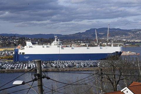 Det var dette skipet som fikk motortrøbbel i Oslofjorden etter å ha losset biler i Drammen.