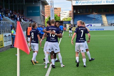 SCORET: Strømsgodsets Halldor Stenevik sørget for 2-1-målet søndag kveld. Herman Stengel hadde scoret på straffespark tidligere i matchen.