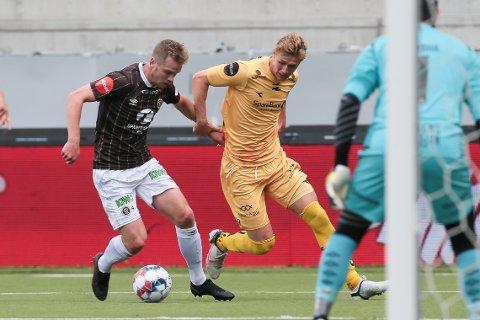 Mjøndalens William Sell og Bodø/Glimts Ola Solbakken under eliteseriekampen i fotball mellom Bodø/Glimt og Mjøndalen på Aspmyra stadion.