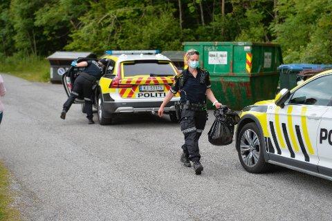 Politiet jobber med åstedsundersøkelse etter knivstikkingen fredag ettermiddag.