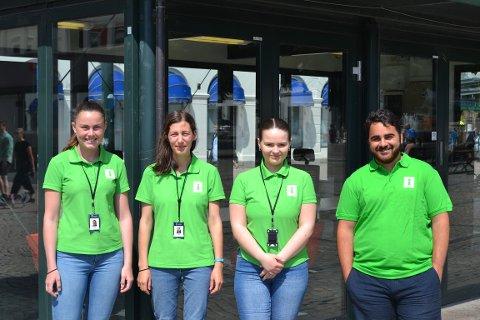 TURISTVERTENE: F.v Mari Hellum Bjørnstad (21), Andreea Anghelea (26), Synne Skjelbred (21) og Rutkay Sabri (23) er sommerens turistverter.