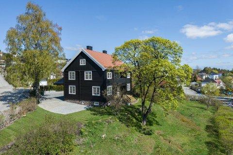 SELGER VILLA: I over ett år har villaen på Toppenhaug blitt restaurert. Nå ligger den ute til salgs.