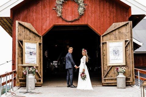 KJÆRLEIK: Kathrine Moserud (32) og mannen Fredrik Simensen Moserud (32) giftet seg på låven på Moserud gård for fire år siden.