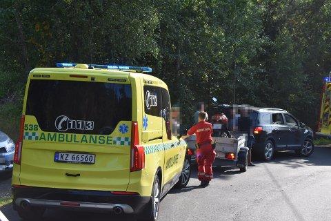 Nødetatene rykket søndag ut etter melding om ulykke mellom en moped og en bil.