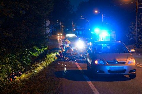 ULYKKE: En motorsyklist kjørte av veien i Sande natt til lørdag.