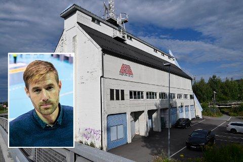 OMFATTENDE ARBEID: Smittevernoverlege i Drammen Einar Sagberg sier kommunen er midt oppe i arbeidet med å få oversikt over smitteutbruddet i Visjon Norge. Den kristne TV-stasjonen har lokaler i dette bygget i Mjøndalen.