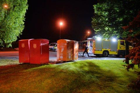 PÅSATT: En mann i 20-årene er anmeldt for å ha fyrt av en rakett i en container ved Eknes ungdomsskole i natt.