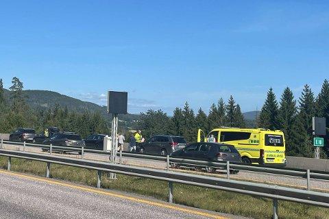 Det var i 13-tiden at fire biler kolliderte på E18 i Sande.