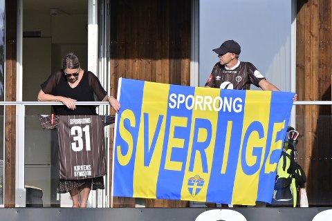 FAMILIE: Albin Sporrong hadde fått sin svenske familie på besøk i anledning oppgjøret mellom Lillestrøm og Mjøndalen.