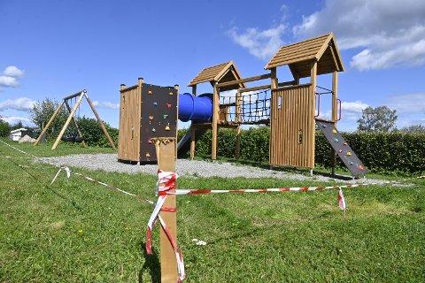 STENGT: Brønnbakken lekeplass har vært stengt i hele sommer. Nå forklarer styrelederen i velforeningen hvorfor.
