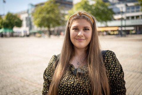 BEKYMRET: Linn Aagesen Follestad har bare fått 28 prosent fast stilling i kommunen. Det gjør henne bekymret for fremtiden.