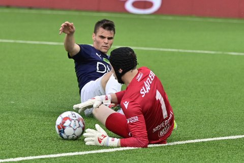 SCORET: Kristoffer Tokstad spilte en god kamp og sørget for Strømsgodsets eneste mål søndag. Det endte likevel med tap for hjemmelaget.