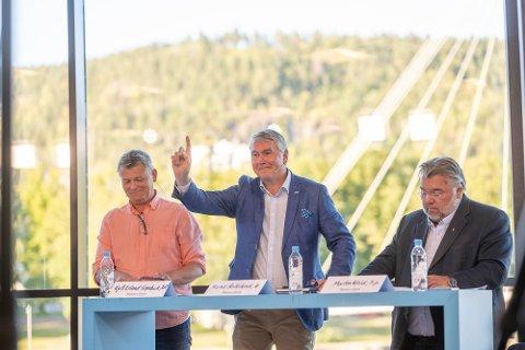 KLIMA: Det gikk en kule varmt da stortingskandidatene debatterte klimapolitikk under Drammens Tidendes valgdebatt mandag kveld. Fra venstre: Kjell Erland Grønbeck (KrF), Trond Helleland (Høyre) og Morten Wold (Frp).