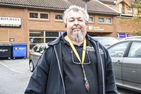 Tragisk: – Det er tragisk at parkeringssystemet ikke omfatter parkeringsplassene også. Dette ender med at jeg må flytte butikken ut av kommunen for å overleve, sier Geir Brox.