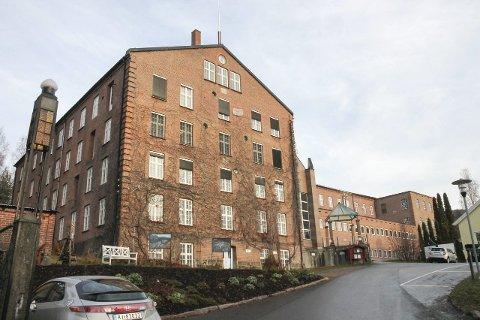Asylmottak i solbergelva?: I denne hovedbygningen på Solberg Spinderi kan det bli flyktningemottak.