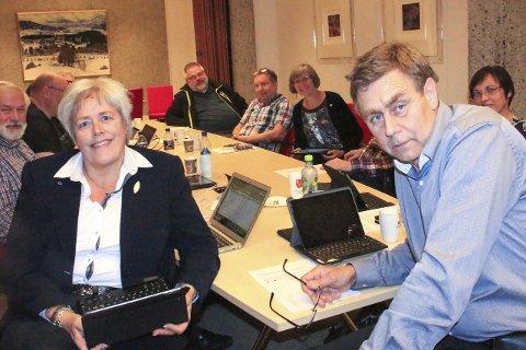 Valgnatten: Elly Therese Thoresen (H) har fått nesten dobbelt så mange personstemmer under valget enn ordfører Bent Inge Bye. Bak t.h. Lajla Hvaal kommer på en tredjeplass.