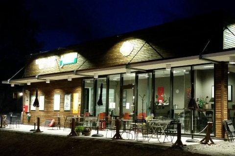Karlsvang Kafe og Catering ligger ute for salg. En potensiell kjøper fra Eiker har allerede meldt sin interesse.