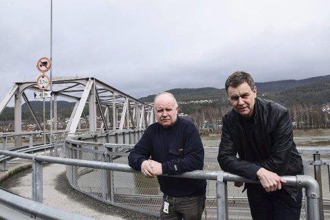 Bompenger: Ordfører Bent Inge Bye og hovedutvalgsleder for teknisk Thor Sigurd Syvaldsen vil innføre bompenger på gamle-brua i Mjøndalen. De regner med at prosjektet vedtas av et samstemt kommunestyre i mai.
