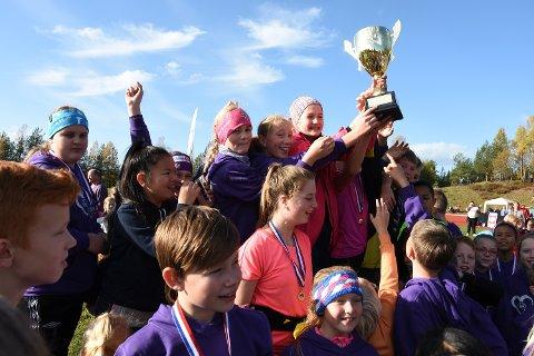 STALSBERG-JUBEL: For sjuende gang på rad vant Stalsberg skole pokalen for best opplslutning blant elevene.
