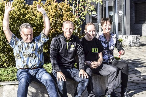 Det nytter: Snorre Opsahl (leder i NAV Nedre Eiker - f.v.), Viggo Rognes (varehussjef i XXL), Dan Christian Birkely (jobbsøker) og Ann Kristin Huseby (jobbmessesjef i NAV Nedre Eiker) gleder seg til «Jobbsjansen» i Festsalen på Hokksund rådhus.