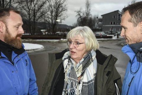 ADVARER: Om utviklingen i ungdomsmiljøet i Hokksund. Harald Hansen (fra v.), Anne Grethe Klunderud og Tor Arne Andreassen jobber alle tett på aldersgruppen 12 til 23 år i Øvre Eiker.