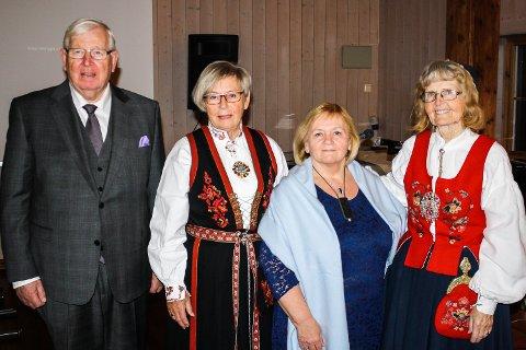 HØYTIDELIG: f.V. Jan Martin Hafskjol (leder HLF Buskerud), Ingrid G. Bergane(leder HLF Eiker+), Jorunn Fredheim (ny-utnevnt æresmedlem) og Ingjerd Magnussen(æresmedlem).