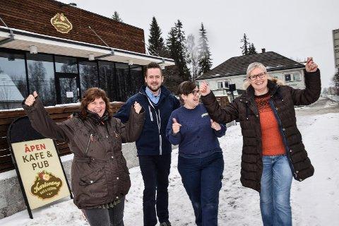 Ny drivere av Karlsvang kafe og catering. Fra venstre Mona Urdalen, Thomas Andersen og Marianne Andersen i Joker og Brit Tyse.
