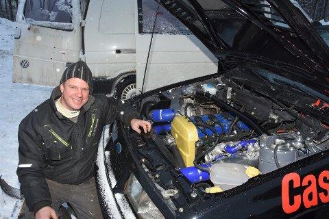 STOLT DEBUTANT: I rally. Før har sigdølingen Kjetil Hauge holdt seg til bakkeløp, men nå stilte han for første gang i Sigdalsrally - med 350 hester under panseret.