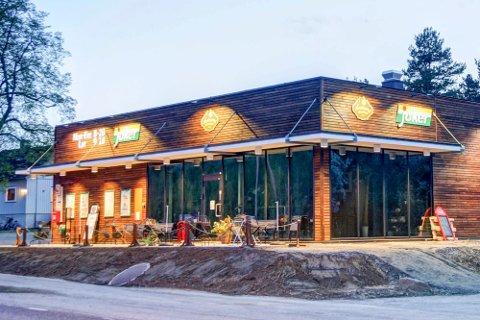 GIR SEG: Etter to års drift har Marianne og Thomas Andersen lagt ned Karlsvang Kafe og Catering. Nå håper de at nye krefter overtar.