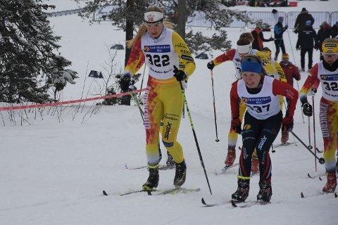 GIKK FORT FRA: Her ligger allerede Helene Marie Fossesholm langt framme, sammen med et stort beite av Konnerud. Bildet er tatt i den første motbakken ut fra skistadion.