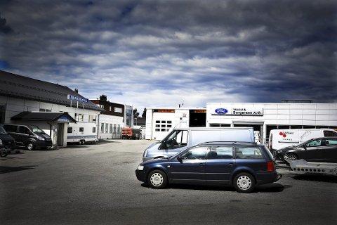 HER: Den dømte mannen jobbet for bilforhandleren Wold & Borgersen i Åmot.