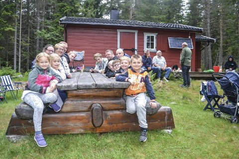 KONKURRANSE: Hokksund speidertropp har rundt 40 speidere med smått og stort. Skoleavslutninger og andre arrangementer gjorde at bare en god håndfull av dem var sammen med foreldre på sommeravslutningen på hytta ved Hoensvannet.